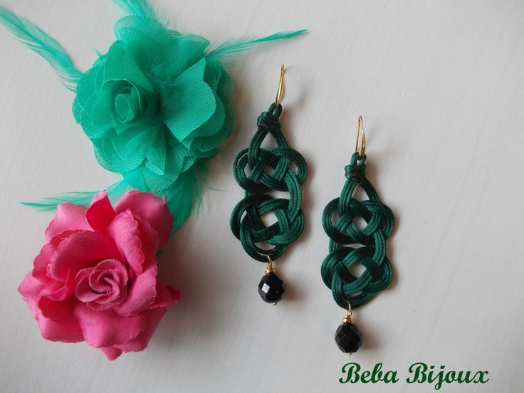 "Doppio ""Nodo"" Verde smeraldo con pietra  nera. Monachella color oro Nickel Free."