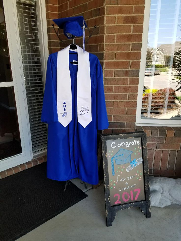 Front Foyer University : Entryway graduation display on front porch college
