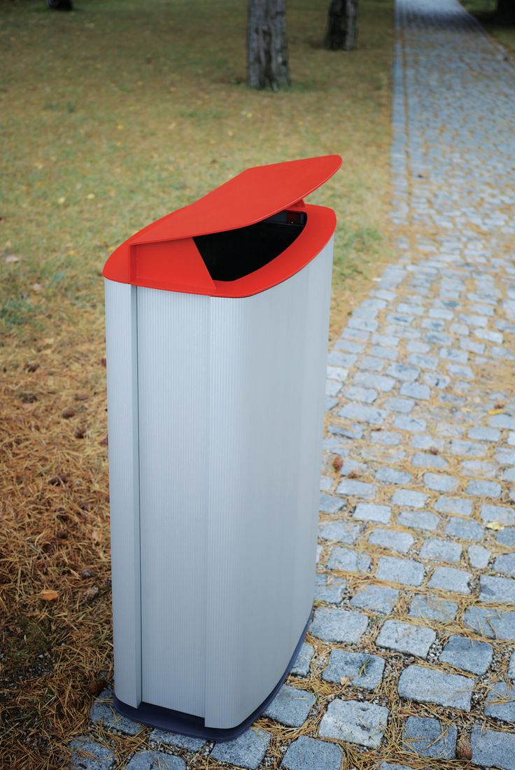 MAXIMINIUM by mmcité Another extension of minium family – this time it concerns large-scale volume bin – 120 litters. The body is covered with casing of aluminium profiles. The steel cover of characteristic shape is protected with layers of zinc coating and powder coating. It is also possible to have the litter bin anchored into the ground.
