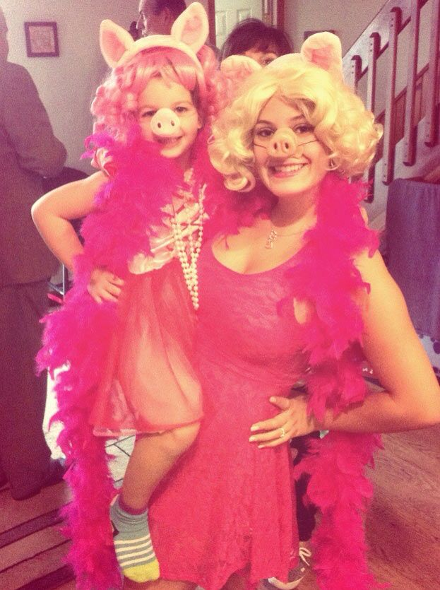 DIY Sesame Street Miss Piggy Halloween Costume Idea 4