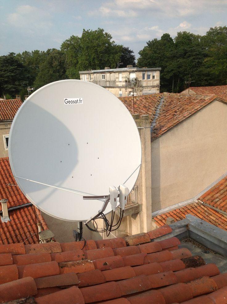 Antenne parabolique de 150 Cm de diamètre avec double lnb twin pour réception satellite Eutelsat 5WA et 8WA. Réception d'un flux de données en direct. Ce type d'antenne nécessite une fixation murale à toute épreuve, pouvant résister à des vents forts afin d'éviter tout arrachement et dépointage de la parabole