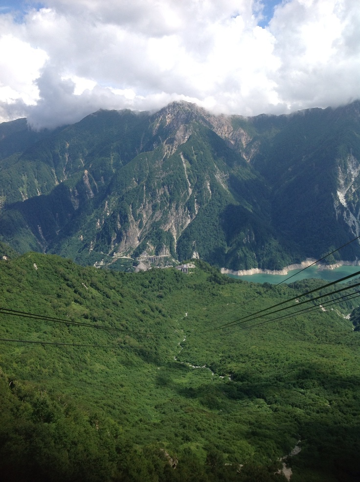 黒四ダム 立山連峰後面を眺めながら標高2300の展望台へ…ワン径間で一気に、眺めは登山家になった気分^^;