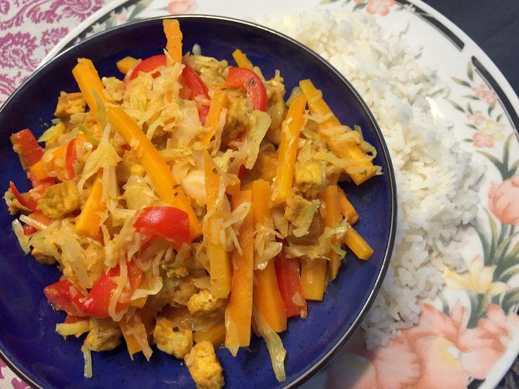 Nieuw recept: Thaise gele curry met witte rijst:  De Thaise keuken is altijd lekker, zeker in de zomermaanden. De curry's zijn vaak snel klaar en lekker in combinatie met vele groenten, ditmaal houden we het simpel. Lekkere knapperige groentjes, met een gele curry en rijst. Dit gerecht bestaat uit zes hoofdingrediënten, naar eigen wens kunnen groenten, tofu en/of vlees worden toegevoegd.  http://wessalicious.com/thaise-gele-curry-met-witte-rijst/