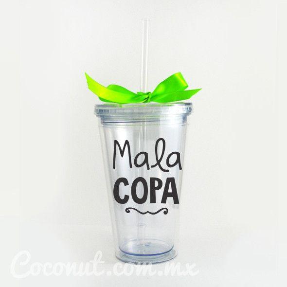 """Vaso con popote """"Mala Copa"""" con listón verde disponible en www.coconut.com.mx Síguenos en Facebook https://www.facebook.com/coconutstoremx/"""