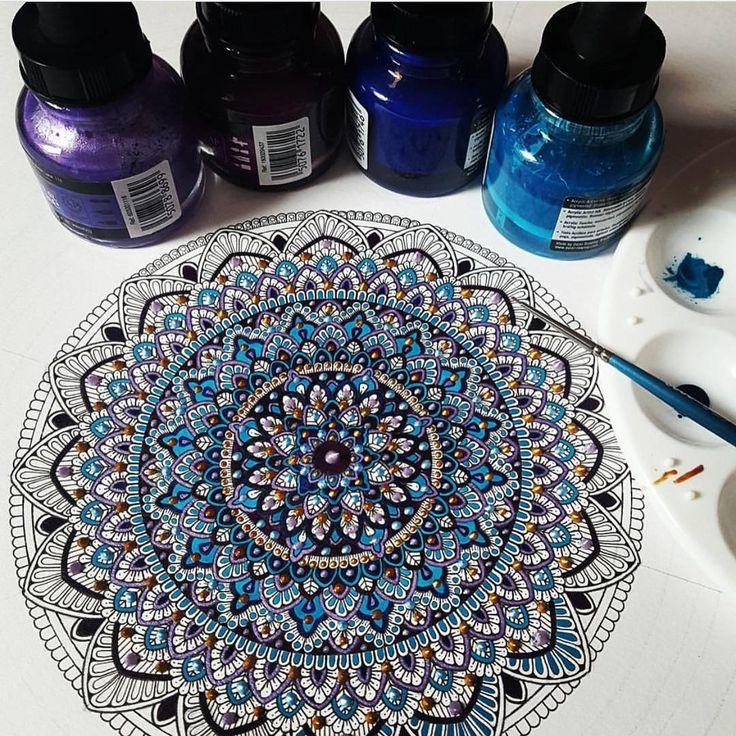 Artist, Art Educator & illustrator inspired by Islamic Art || Commissions : murderandrose@gmail.com Alhamdulillah || Abdul