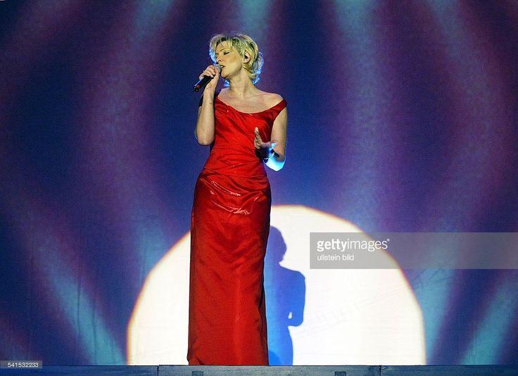 Schlagersängerin, DGanzkörperaufnahme; bei einem Auftritt im Kölner Gürzenich