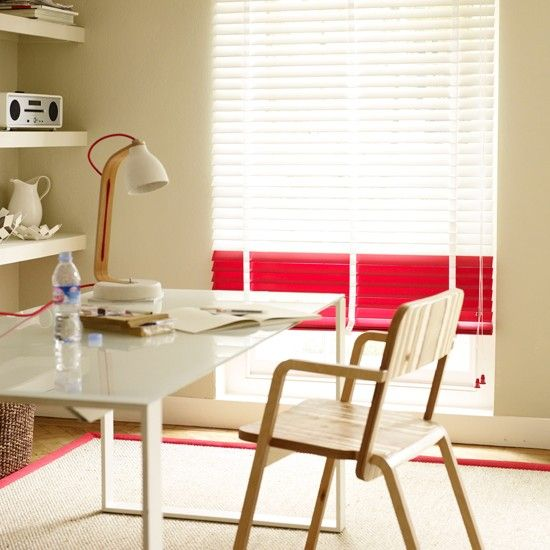 NOW LOOK AT THIIIIIISSSSS... just your regular WINDOW BLIND/SHADE  and then POW!! A FEW STRIPS PAINTED IN A STANDOUT COLOR