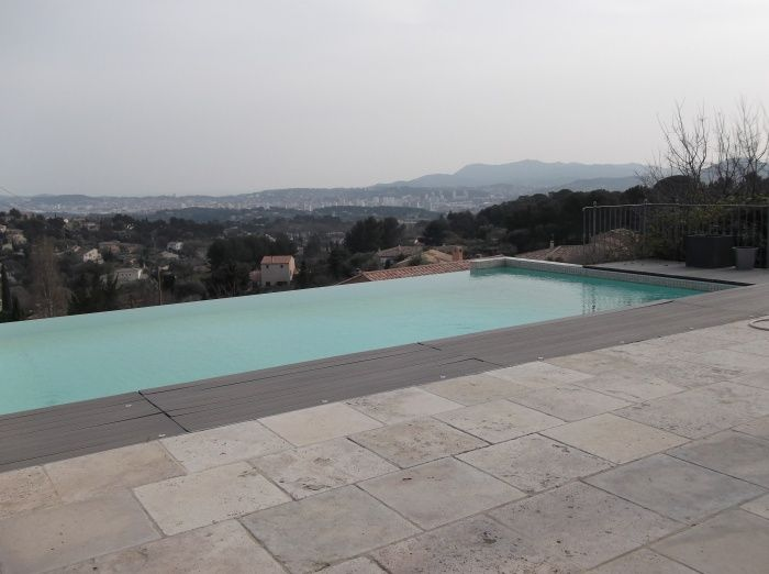 Ollioules villa contemporaine recente avec vue mer for Piscine ollioules