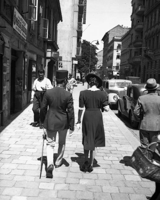 Budapest, 1939 Fő utca a Halász utca felé nézve, balra a 20. számú ház. (Lissák Tivadar/Fortepan)