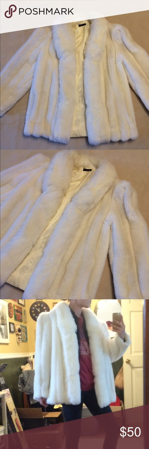 White FAUX fur coat (really tho, it's fake) Pure white, faux fur coat; doesn't close, has pockets, silk-like lining--great statement coat! WARM! Best fits a Small to Medium🥂✈️😎 Jackets & Coats