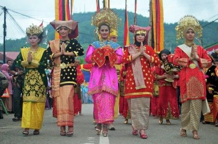 Welcoming girl from traditional ceremony to celebrate Sawah Lunto 123th anniversary. Sawah Lunto is a city near Padang, West Sumatra - Indonesia