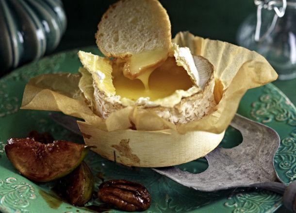 Unser beliebtes Rezept für Ofen-Camembert mit karamellisierten Nüssen und Feigen und mehr als 55.000 weitere kostenlose Rezepte auf LECKER.de.