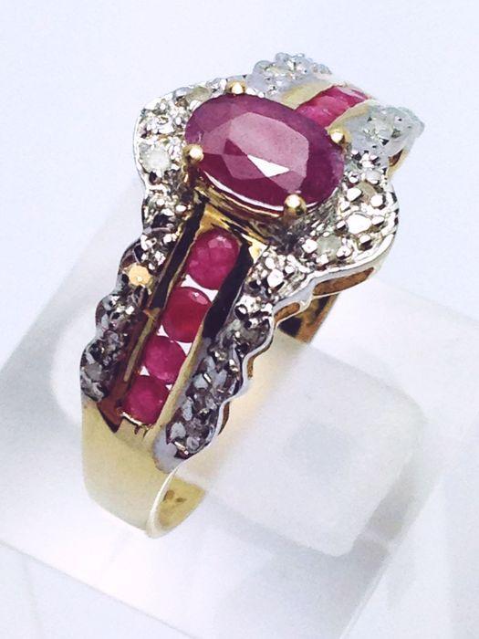 Catawiki online auction house: Anel em ouro cravejado com rubis e diamantes