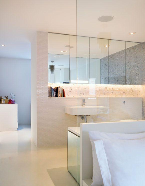 Bedroom/bathroom - open concept