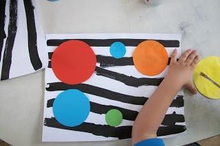 Associer le travail sur les lignes en peinture à des formes découpées (mais pas des ronds lol )