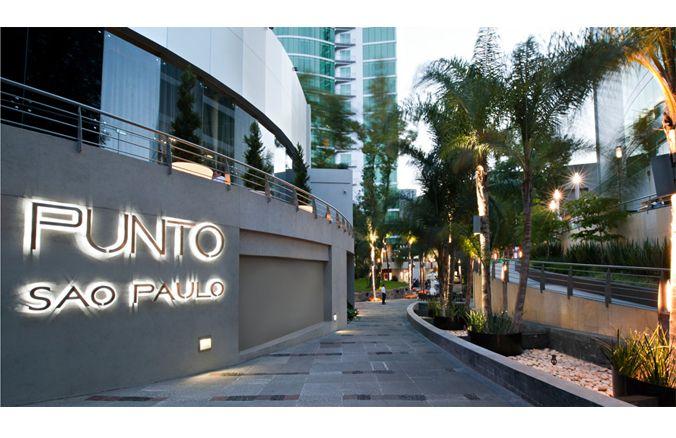 #Arquitectura  Punto Sao Paulo es un edificio de uso mixto: centro comercial, hotel, restaurante, además tiene un helipuerto. Se encuentra ubicado en la zona de Providencia, distrito financiero de la ciudad de #Guadalajara. Marmöletti formó parte de la descoración de este edificio, el cual tiene un estilo propio al mezclar la modernidad y elementos naturales.