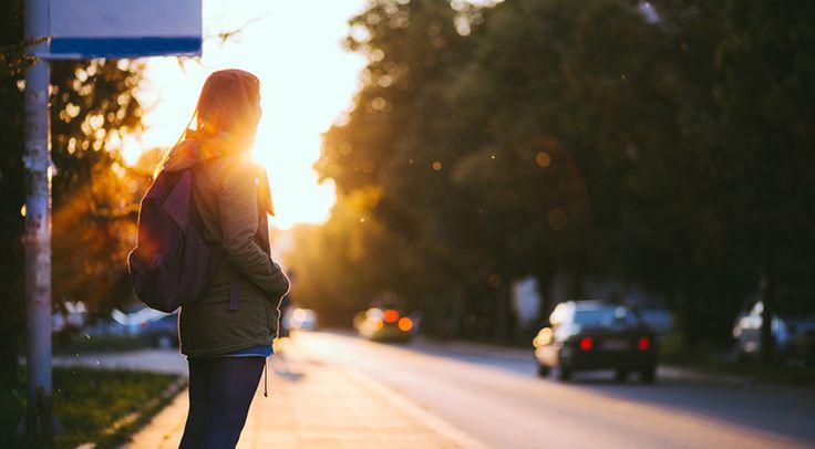 Toen een vriendin van me naar de groentewinkel reed, zag ze een vrouw langs de kant van de weg lopen. Ze kreeg het sterke gevoel dat ze moest omkeren om haar een lift aan te bieden. Toen ze dat dee…