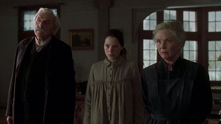 The Others (2001) - Eric Sykes as Mr. Edmund Tuttle, Elaine Cassidy as Lydia, Fionnula Flanagan as Mrs. Bertha Mills