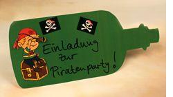 Einladungskate zur Piratenparty im Flaschenformat in grün mit Piraten-Stickern