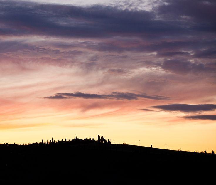 """Photo tour in Tuscany #voyagephoto #photographesdumonde #tuscany #Toscane #Tuscan #Italie #Italy #Collines #Hills #Soleil #Sun #Couleurs #Colors #Voyage #Travel  Venez visiter notre site internet et télécharger notre #roadbook : www.photographesd... """"Faire de la photo un voyage"""" © Vincent Frances"""