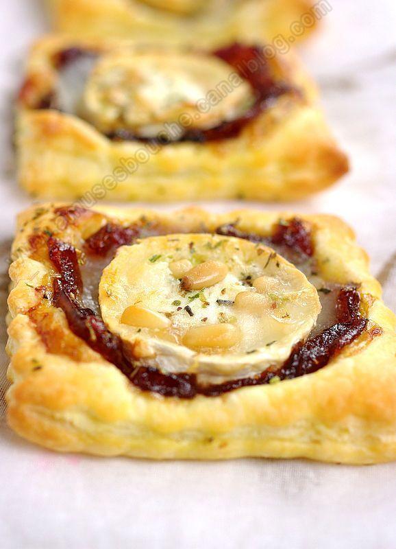Amuse-bouche : tartelette au confit d'oignon et au chèvre Candied onion tart with goat cheese