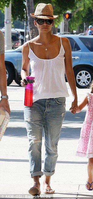 Halle Berry casual summer style. flip flops, panama and faded boyfriend jeans rolled up