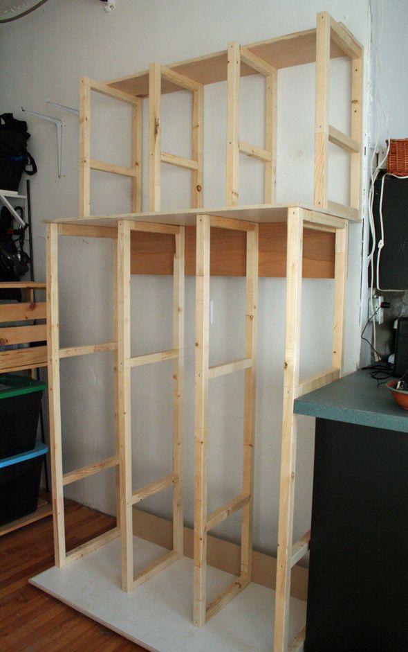 An excellent idea for storing canvasses - Canvas storage. -mas o menos,