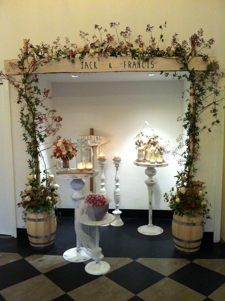 Ceremonie toog, wat is er nou mooier dan onder zo'n prachtige toog in de buitenlucht te trouwen?