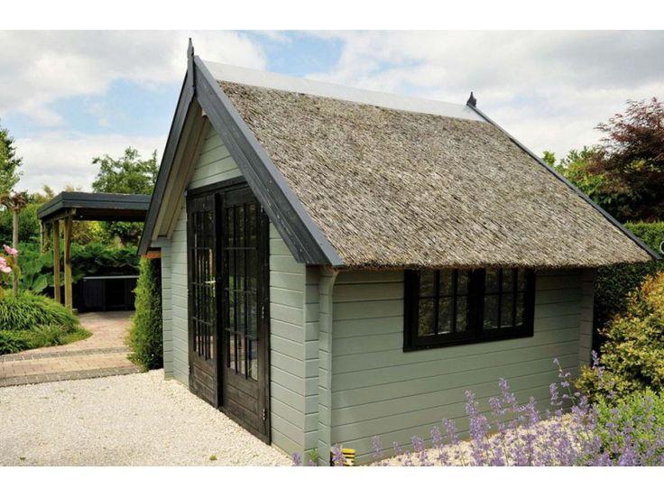 Hillhout Blokhut Fryslan met rieten dak
