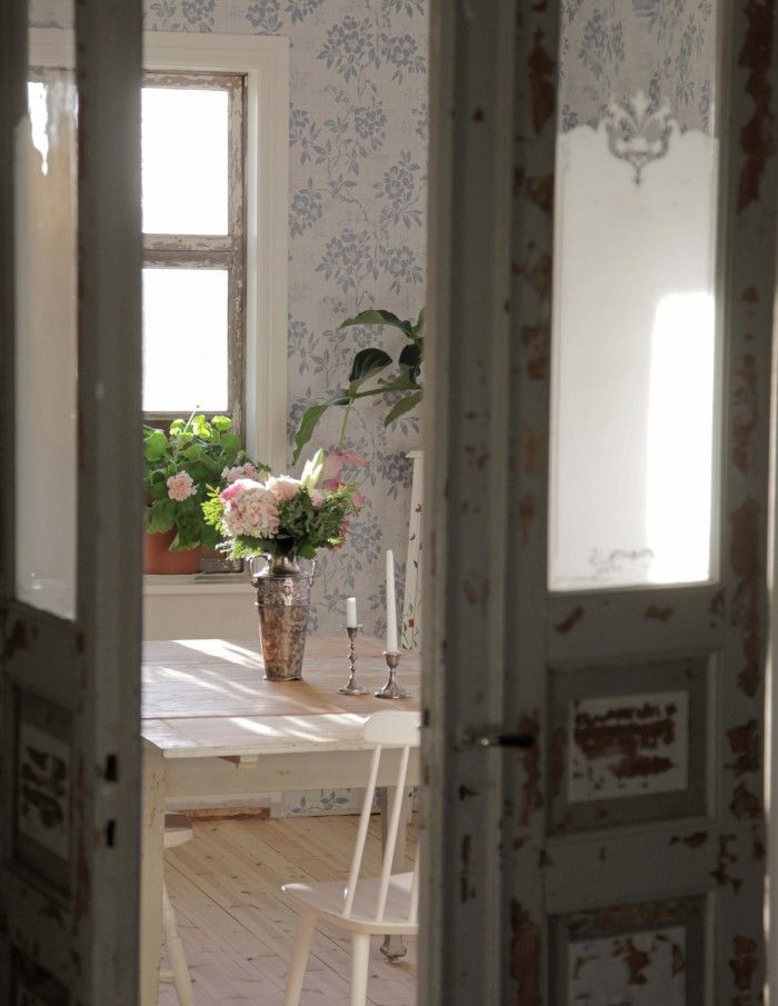 My living room! Vintage, retro, shabby, romantic, floral...