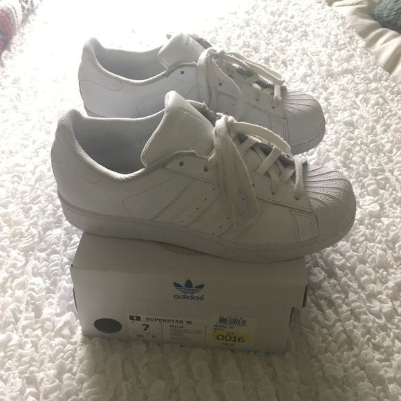 adidas superstars all white gently worn adidas superstars women's size 7. all white. box included. keep in mind that these run big!! I'm normally a 7.5 or 8 and these fit me perfect. Adidas Shoes Sneakers