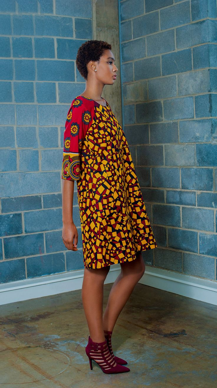 Raglan Sleeve Shift Dress in 100% Cotton African Wax Prints and Khanga Fabric. This is a simple shift dress with a round neck, raglan sleeves and a gently A-line that features side pockets, fully line