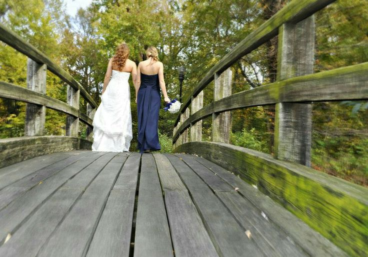 Bride and maid of honor picture. Perfect for sisters <3