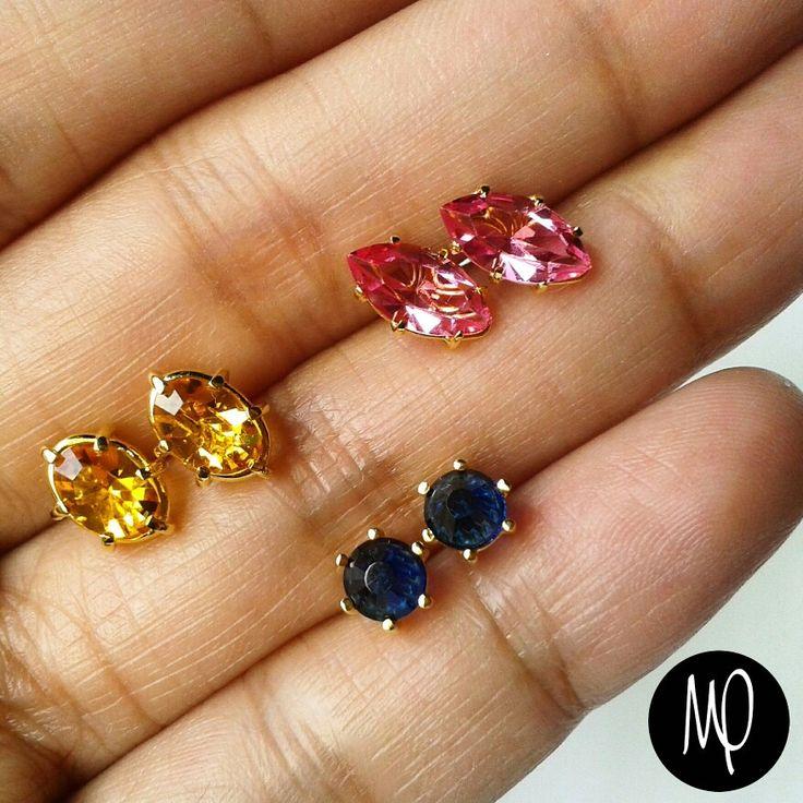 Zarcillos - Cristale rosado corte marquesa, ambar corte ovalado y azul corte redondo - Baño de oro #mini #studs #cristales #crystals #rosado #pink #ambar #amber #azul #blue #corte #cut #marquesa #marquise #ovalado #oval #redondo #round #jewelry #jewelrygram #instajewelry #instagram #instaphoto #loveit #lovely #metalsmith #musthave #shinebright ★