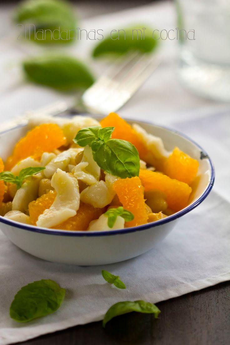 Ensalada de garbanzos con bacalao y naranja