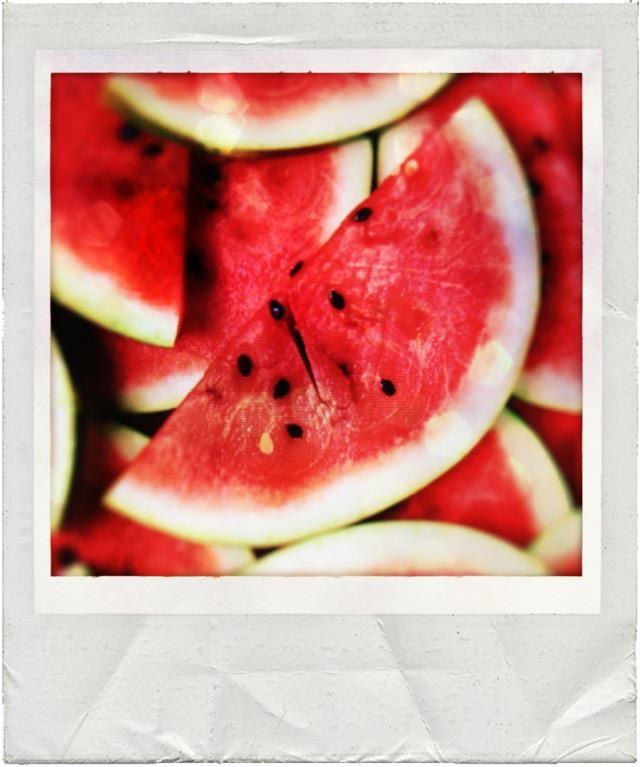Me contaron sobre la DIETA DE LA SANDÍA y se me hace la boca agua. ¿Quieres ganar todo un ajuar nuevo para el verano? Participa aquí: www.mamaslatinas.com/about/getbikiniready.php