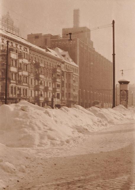 Berlin-Neukölln, Hasenheide, 40er Jahre Blick auf den an der Straße Hasenheide gelegenen Teil des Karstadt-Kaufhauses.