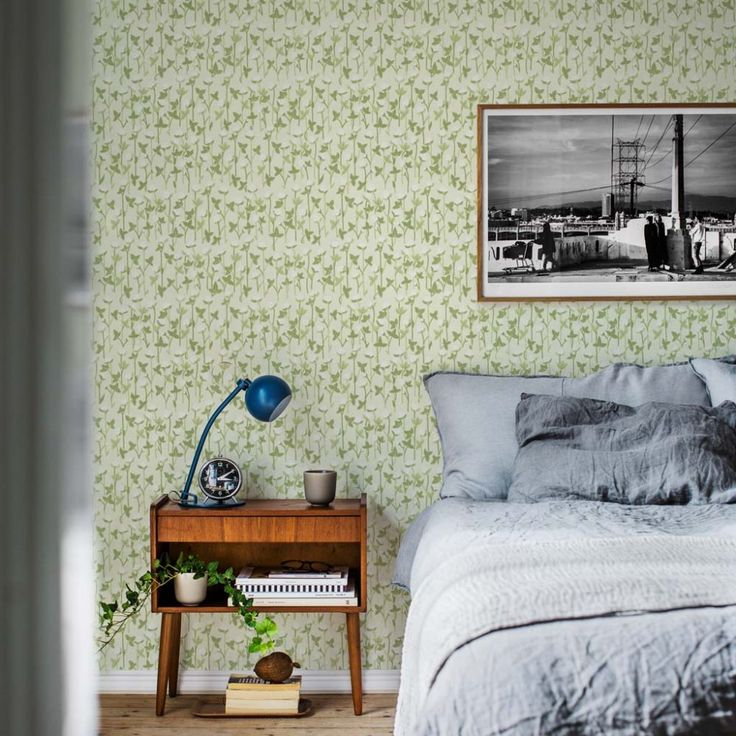 Första stora bilden av tapetern Klöveräng grön