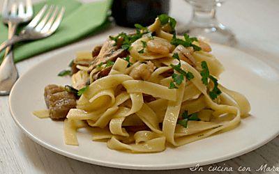 Tagliatelle funghi zucchine e gamberetti ricetta primo piatto gustoso