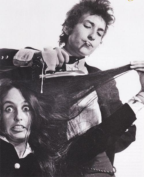 Joan Baez and Bob Dylan photographed by Daniel Kramer, 1965. (cropped photo)