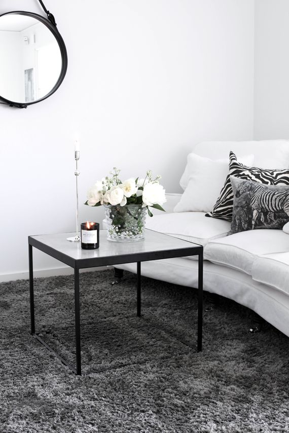 Best 25 charcoal living rooms ideas on pinterest dark sofa grey velvet sofa and charcoal sofa for Dark grey carpet living room