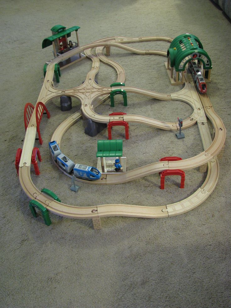 Brio wood train - Raised 4-way intersection