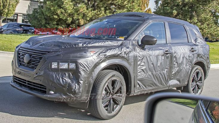 2021 Nissan Rogue captured in spy photos