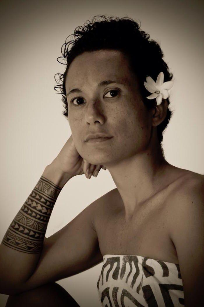Les 25 meilleures id es concernant tatouage tahitien sur pinterest tatouages sur la colonne - Tatouage polynesien femme bras ...