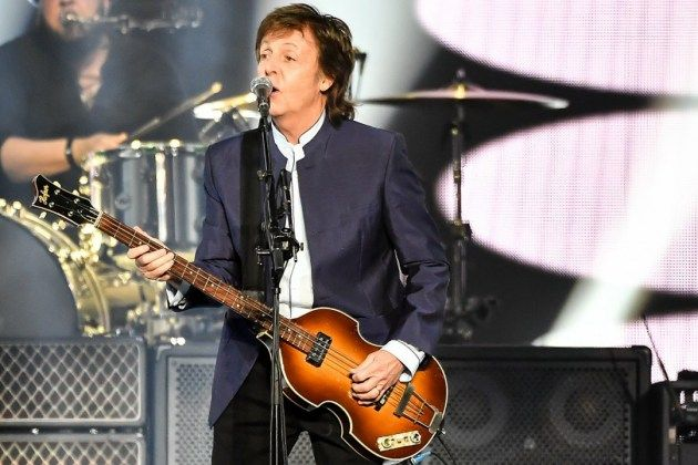 Paul McCartney : CenturyLink Center Omaha (July 2017) – Our fifth time seeing Sir Paul. Started a little rough, but picked up quickly. Told lots of stories amid 39 songs spread throughout his long and storied career. Played the first song he ever recorded (as the Quarrymen), really good song. Charming as ever and rocking pretty hard for a man his age. Not the best show I've ever seen, but not one to miss. Enjoyable night.