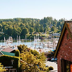 Washington Day trip: Bainbridge Island and wineries.  6 miles by Ferry from downtown Seattle.