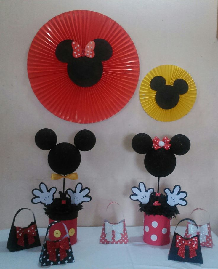Centro de mesa Minnie y Mickey. Carteritas para rifas y rosetones. Fiesta Mouse