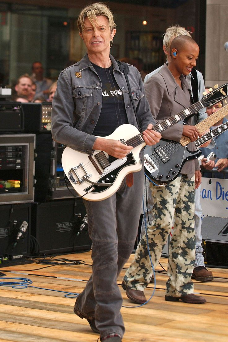 Sept. 18 2003. New York's Rockefeller Center. NBC's Today shoe Toyota concert series.