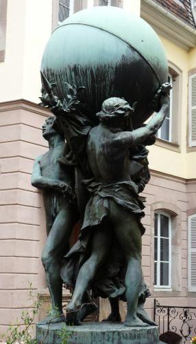 Auguste Bartholdi : Les Grands soutiens du monde,dans la cour intérieur du Musée Bartholdi,  Colmar