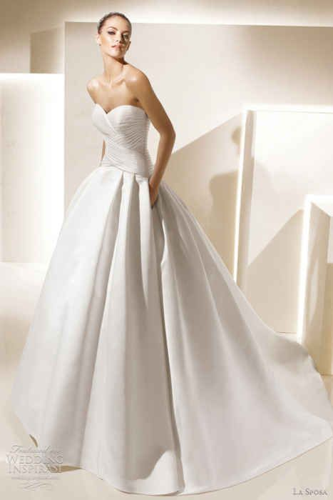 The way this dress is so powerfully simple but endowed with the utility of POCKETS. | 50 Gorgeous Wedding Dress Details That Are Utterly To Die For